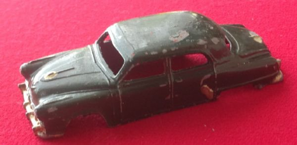 Dinky Toys 172 - Original - Studebaker Land Cruiser Body Shell